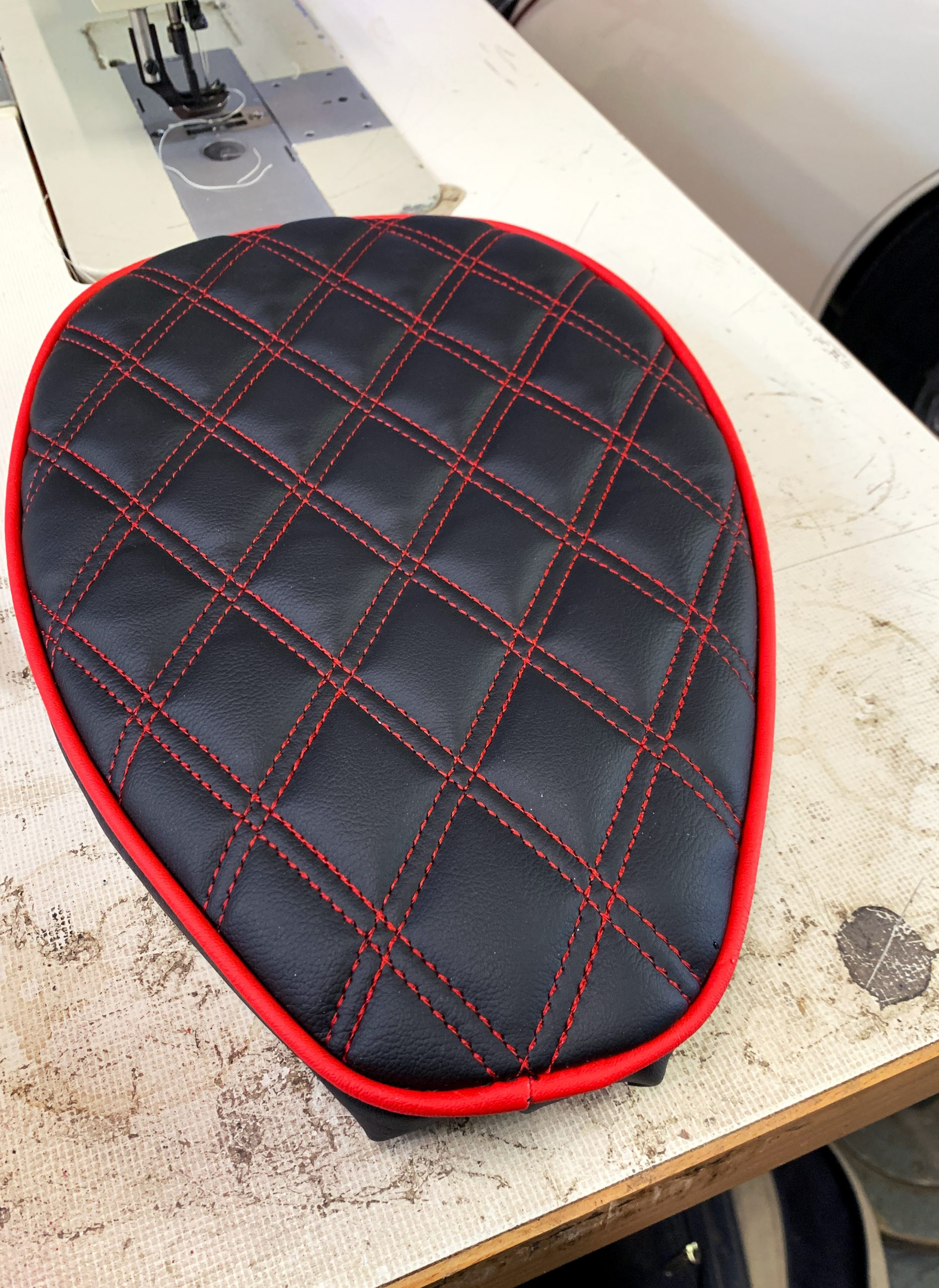 Black+and+red+motorcycle+seat