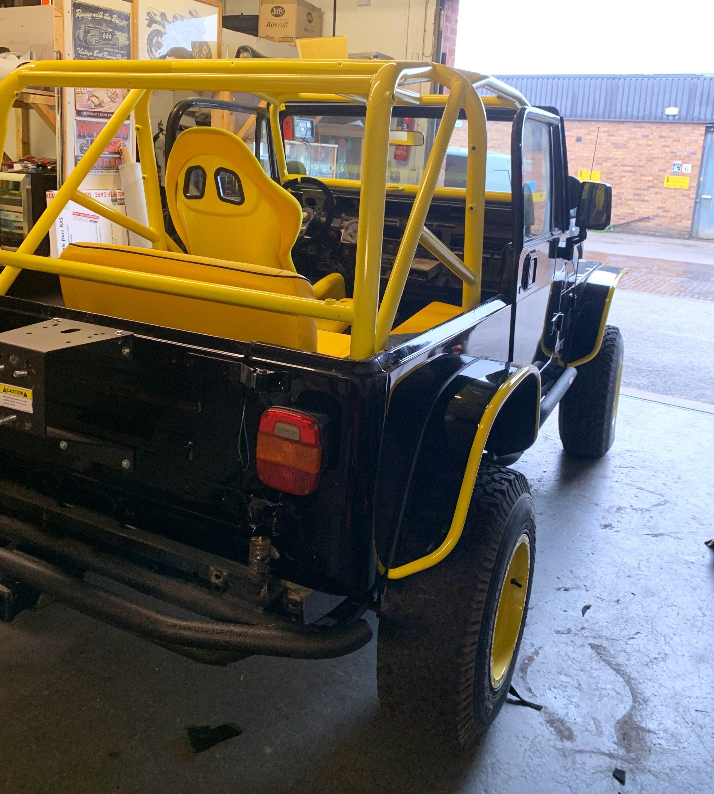 Jeep+Interior+to+match+black+and+yellow+bodywork