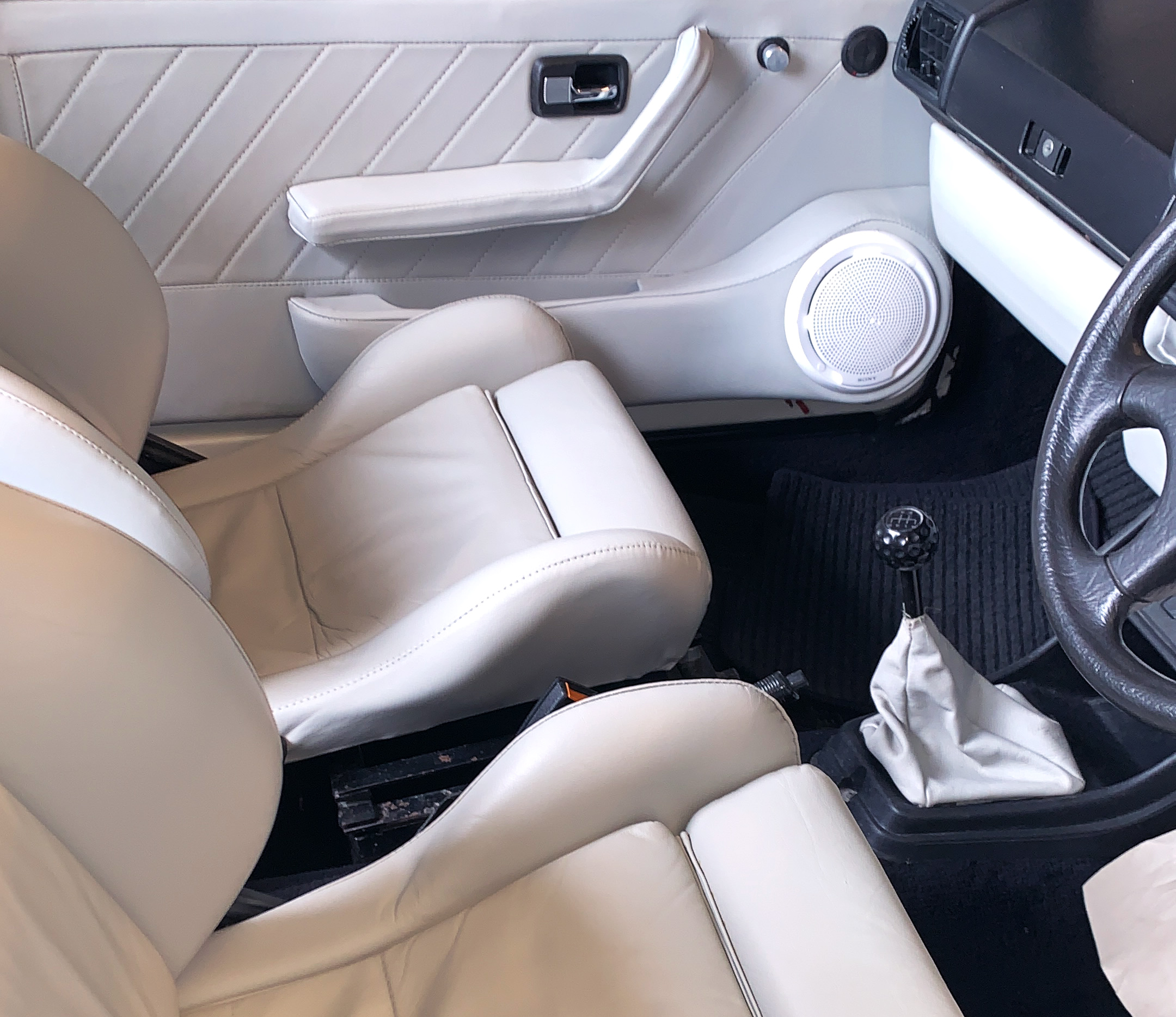 Leather+interior%2C+upholstery%2C+panels+and+detail